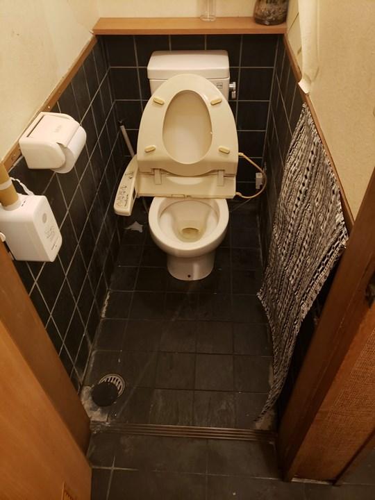 男性トイレの施工前