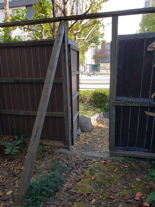裏庭入口の施工前