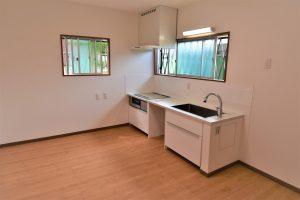 キッチンを低くするための改修工事(大阪府和泉市/K様邸)のサムネイル